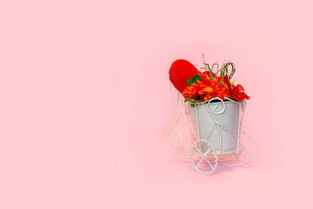 Retro fiets met pot met boeket bloemen Premium Foto