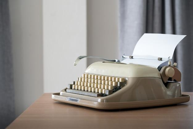 Retro-stijl typemachine Premium Foto