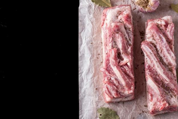 Reuzel kruiden op een balck. bovenaanzicht Premium Foto