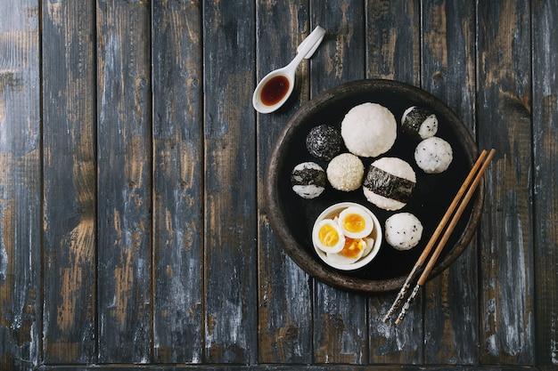 Rijstballen en eieren Premium Foto