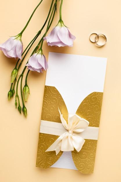 Ringen en bloemen luxe bruiloft briefpapier Gratis Foto