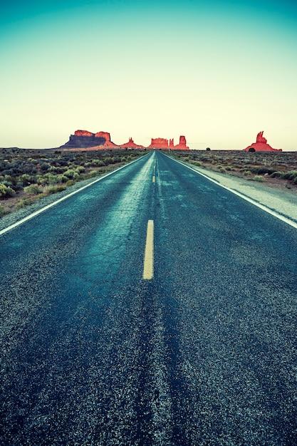 Road to monument valley met speciale fotografische verwerking Gratis Foto