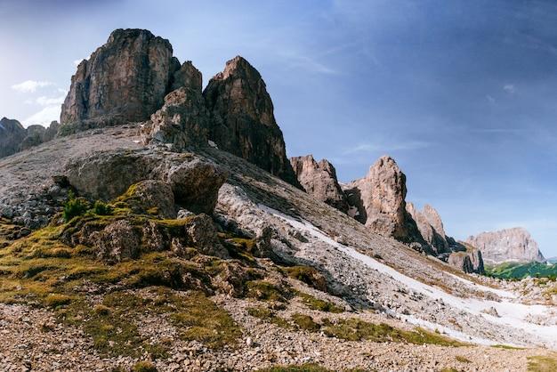 Rocky mountains bij zonsondergang. dolomieten, italië Premium Foto