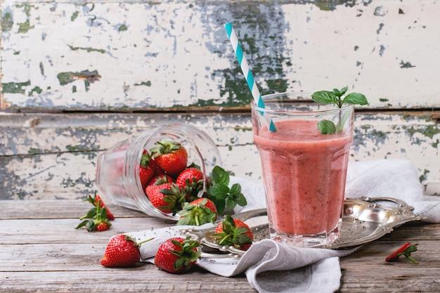 Rode aardbeien smoothie Premium Foto