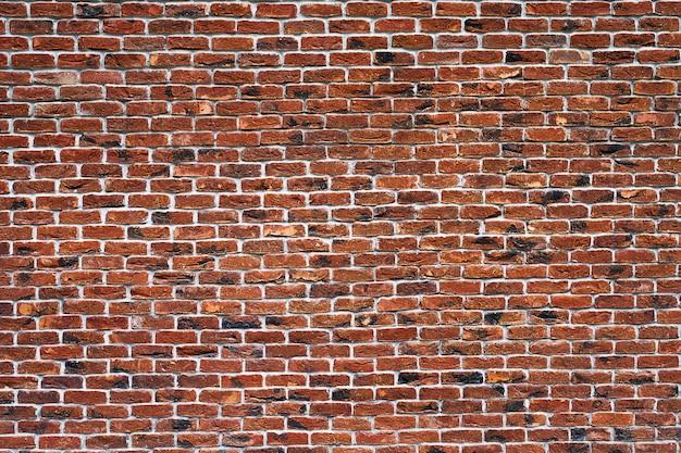 Rode bakstenen muur. de gevel van het gebouw met nieuw gips. metselwerk. achtergrond. textuur. Premium Foto
