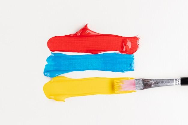Rode, blauwe en gele verfpaden Gratis Foto