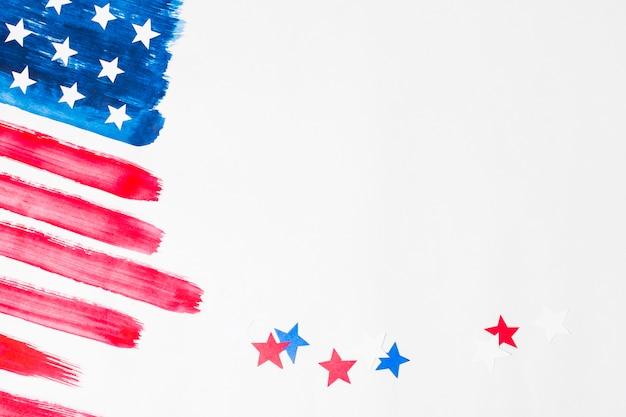 Rode en blauwe sterren met geschilderde de vs amerikaanse vlag op witte achtergrond Gratis Foto