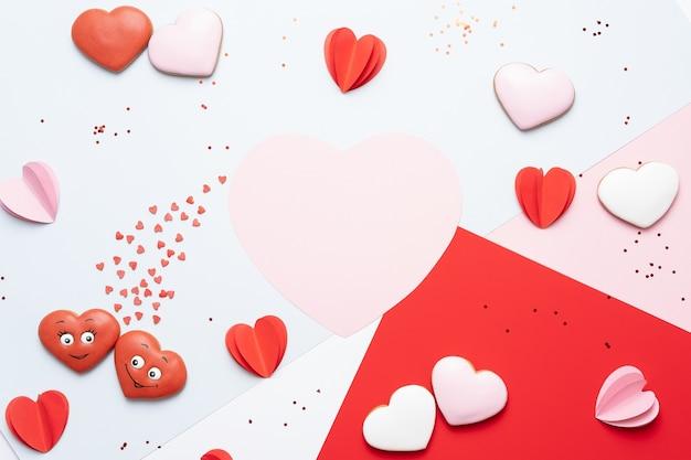 Rode en roze papieren harten Premium Foto