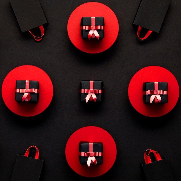 Rode en zwarte geschenkdozen bovenaanzicht Gratis Foto