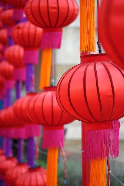 Rode feestelijke lantaarn van de stad van china, thailand Premium Foto
