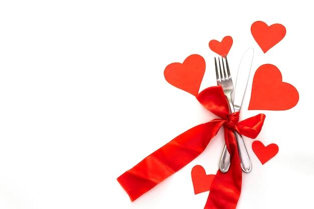 Rode harten, linten en bestek Premium Foto