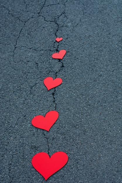 Rode harten op de straat Premium Foto