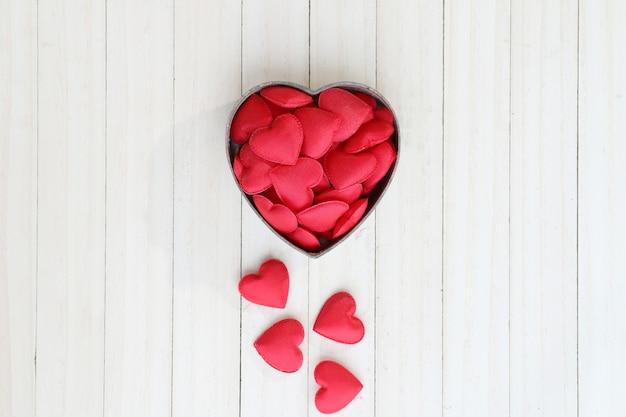 Rode hartvorm in doos. Premium Foto