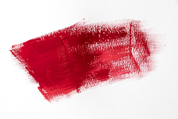 Rode penseelstreek op witte achtergrond Gratis Foto