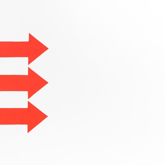 Rode pijlen uitgelijnd met kopie-ruimte Gratis Foto