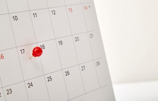 Rode punaise belastingdag Premium Foto