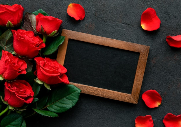 Rode rozen en schoolbord Premium Foto