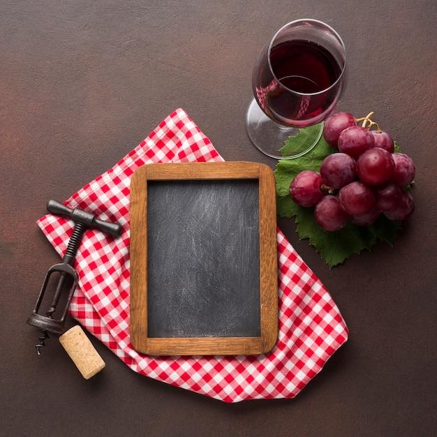 Rode wijn concept met kopie ruimte schoolbord Gratis Foto