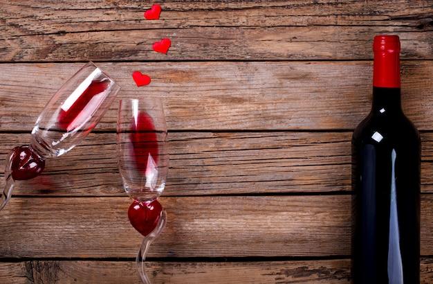 Rode wijn. vakantie valentine day. wenskaart, gift. Premium Foto