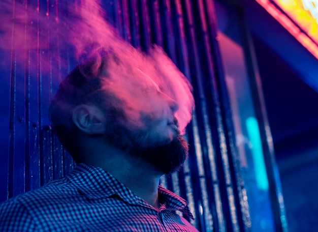 Rokende man Gratis Foto