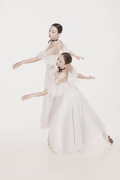 Romantische schoonheid. ballerina's in retrostijl Gratis Foto