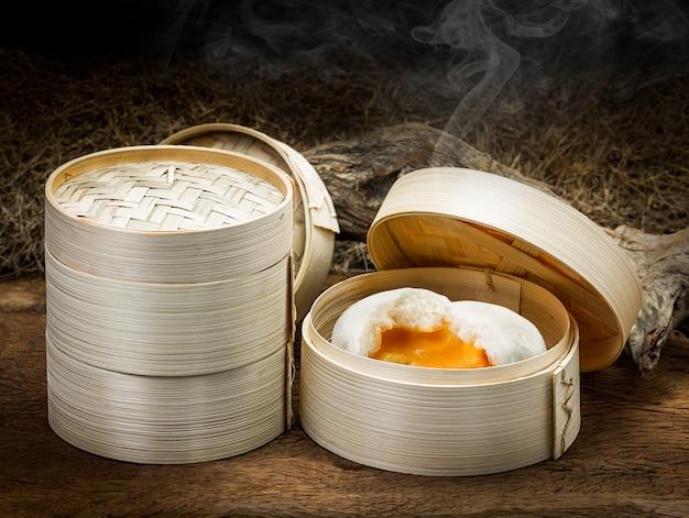 Romig gestoomd broodje Premium Foto