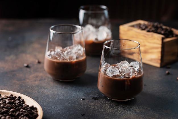 Romige likeur met koffie Premium Foto
