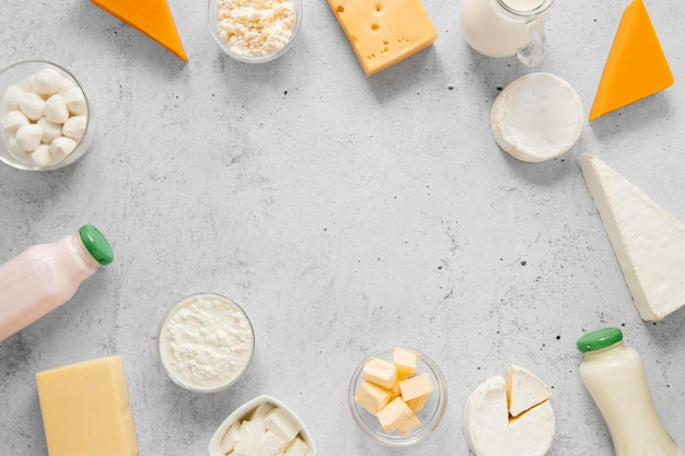 Rond voedselframe met zuivelproducten Gratis Foto
