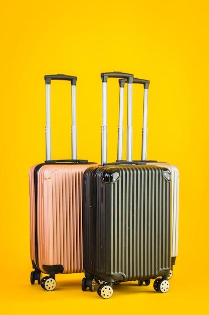 Roze grijs zwarte kleurbagage of bagagetas gebruiken voor transportreizen Gratis Foto