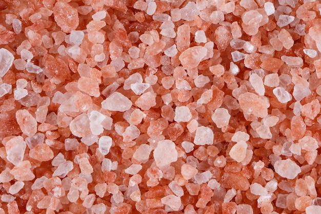 Roze himalayazout dat op wit wordt geïsoleerd. Premium Foto