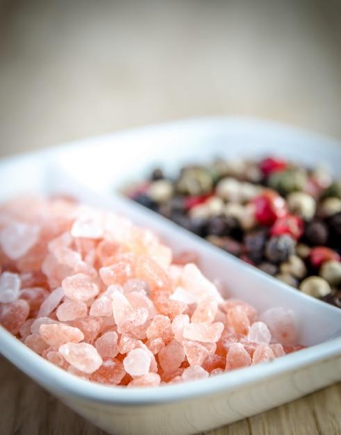 Roze himalayazout en paprika's Premium Foto