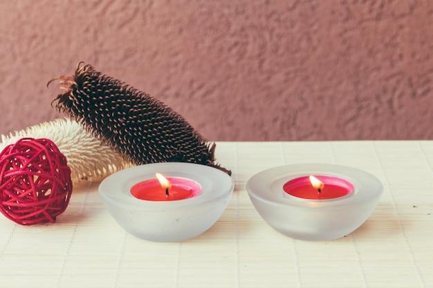 Licht Roze Kaarsen : Roze kaarsen en rode bal foto gratis download