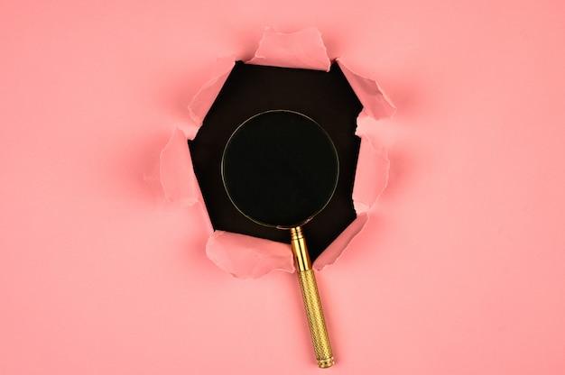 Roze papier kloof, vergrootglas Premium Foto