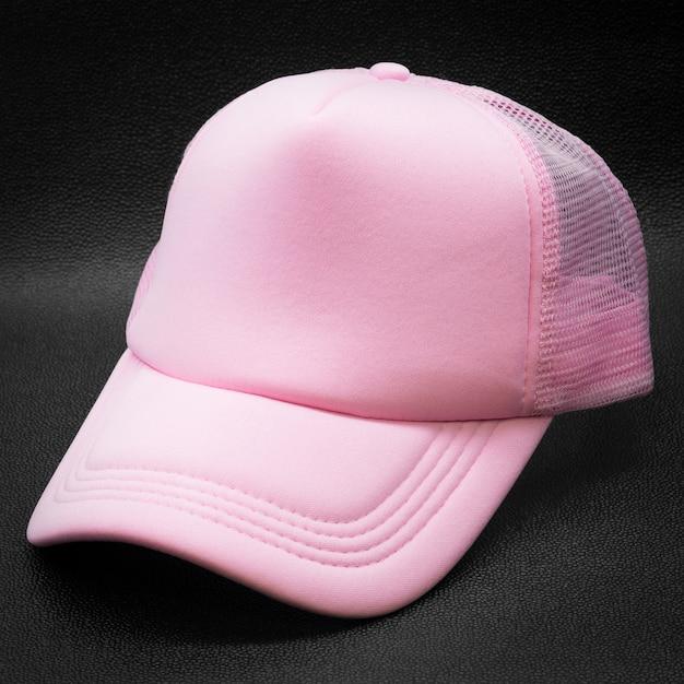 Roze pet op donkere achtergrond Premium Foto