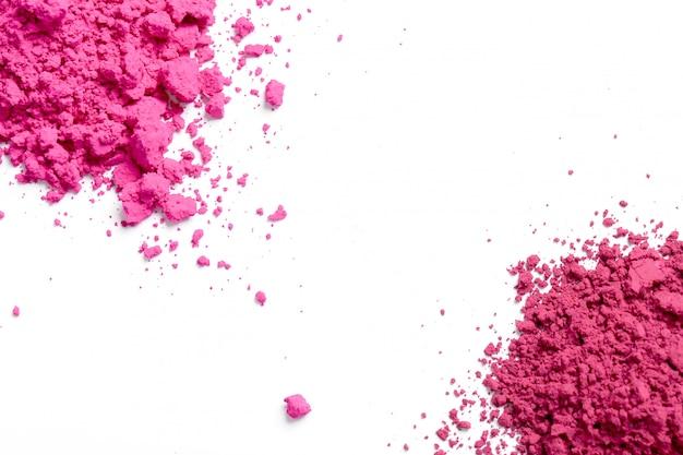 Roze poeder op witte achtergrond, holi-festivalconcept Gratis Foto