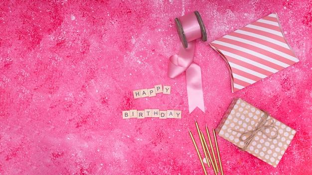 Roze verjaardag items met kopie ruimte Gratis Foto