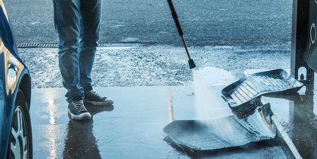 Rubberen tapijten wassen Premium Foto