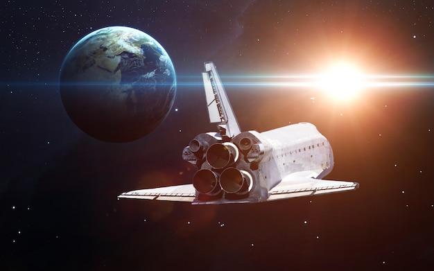 Ruimtevaartuigen lanceren in de ruimte. elementen van deze afbeelding geleverd door nasa. Premium Foto