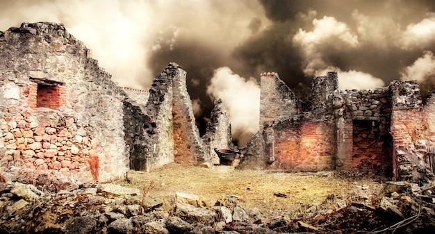 Ruïnes van huizen verwoest door bombardementen Premium Foto