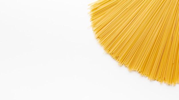 Ruwe spaghetti met exemplaarruimte Gratis Foto