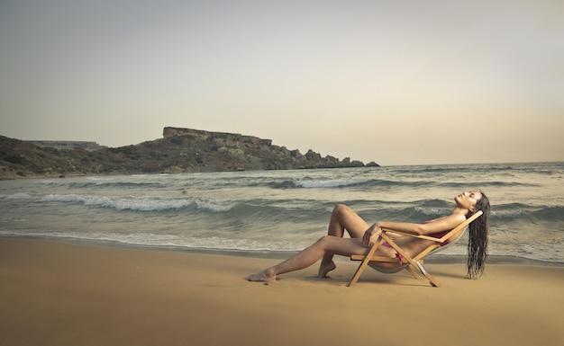 's avonds genieten van het strand Premium Foto