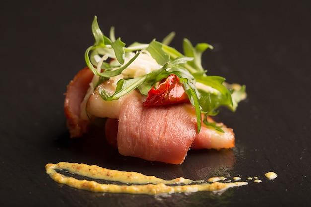 Salade met eendenborst en rucola Premium Foto