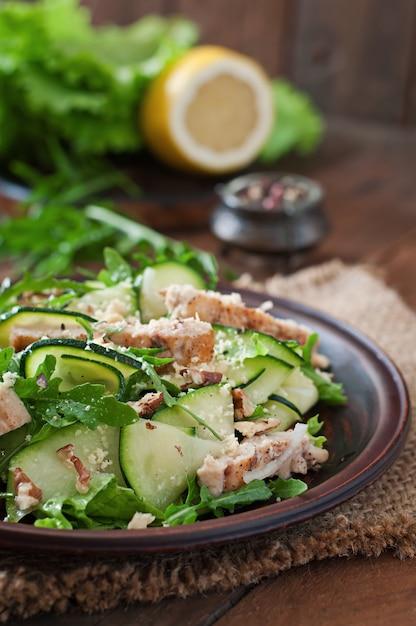 Salade met kip en courgette Gratis Foto