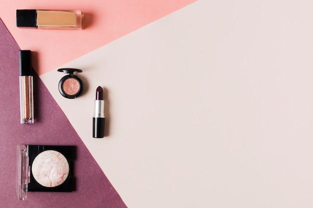 Samenstelling van gearrangeerde cosmetica voor vrouwen Gratis Foto