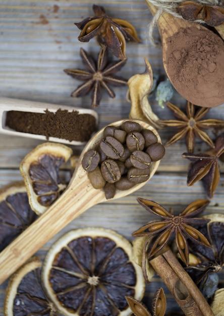Samenstelling van gedroogde citroen, kaneelkoffie Gratis Foto