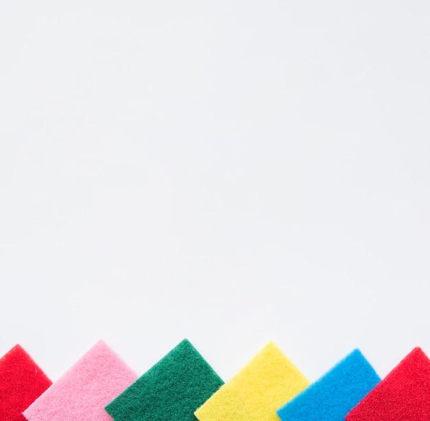 Samenstelling van het schoonmaken van voorwerpen met copyspace Gratis Foto