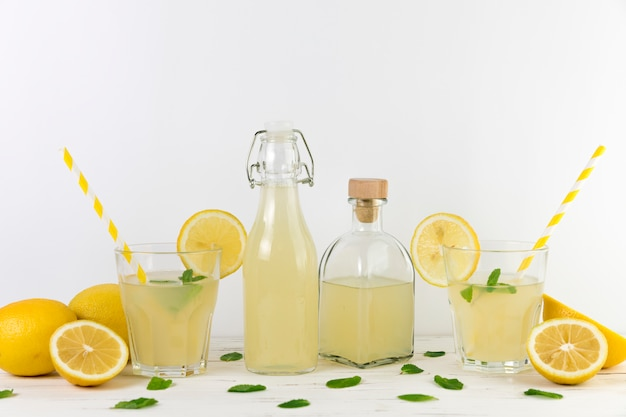 Samenstelling van verse zelfgemaakte limonade Gratis Foto