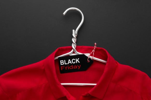Samenstelling van zwarte vrijdag t-shirt Gratis Foto