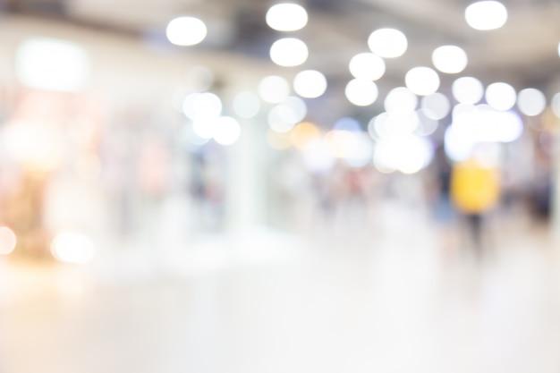Samenvatting vaag winkelcomplex van warenhuis met mensenachtergrond Premium Foto