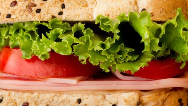 Sandwich met groenten en kaas close-up Premium Foto